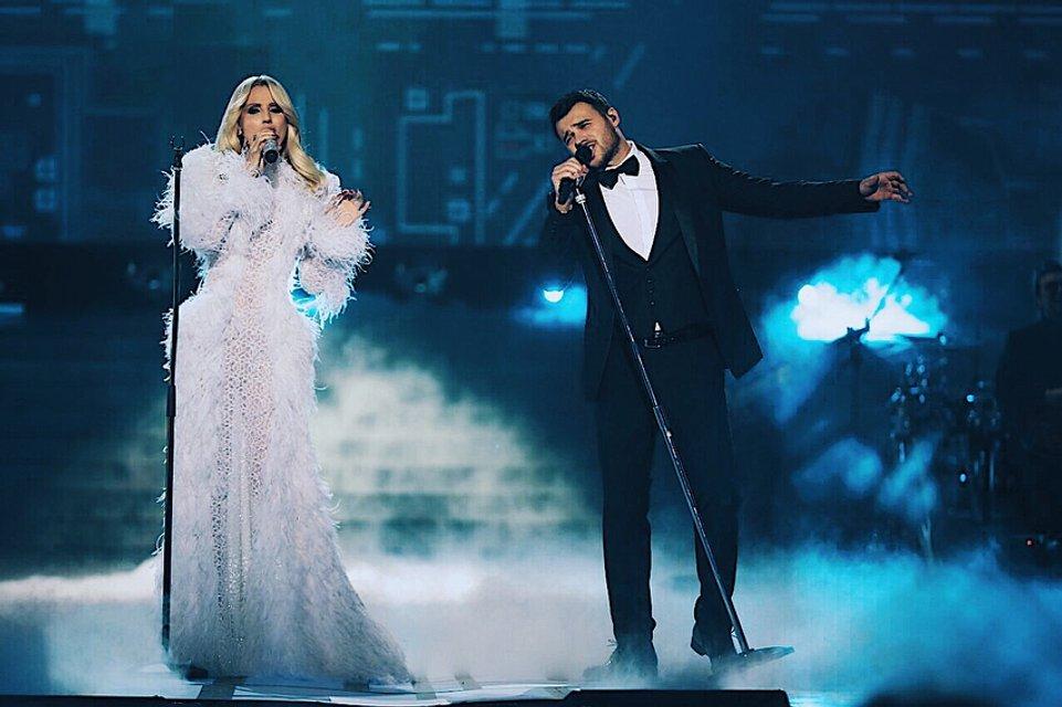 Ани Лорак в развратном образе спела для известного российского певца - фото 96688