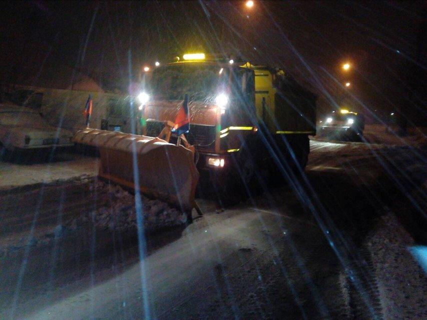 Киев замело снегом: на дорогах работает вся имеющаяся техника - фото 96227