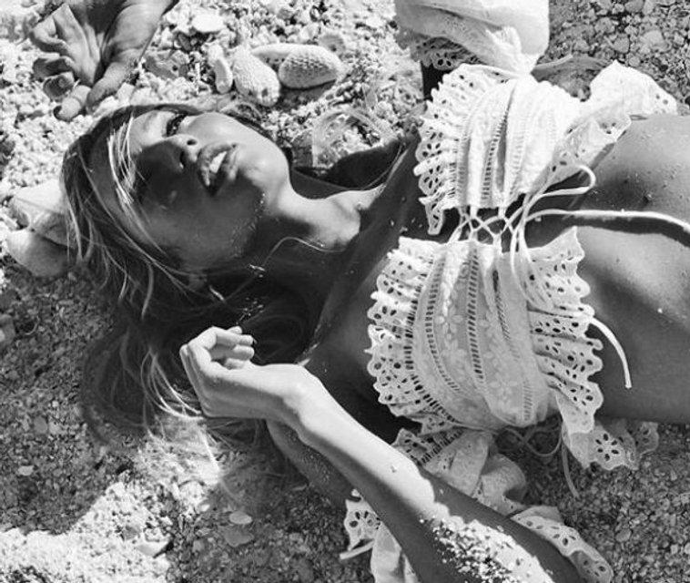 Кэндис Свейнпол взбудоражила откровенными пляжными снимками (фото) - фото 94811