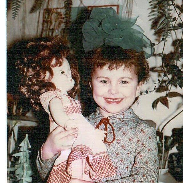 Скандальная Ани Лорак завалила поклонников снимками из детства - фото 99802