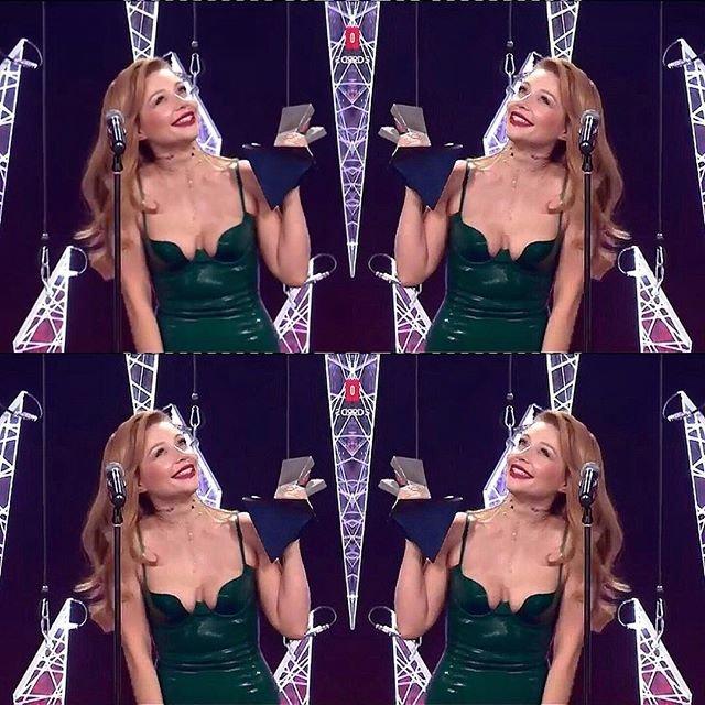 Тина Кароль получила награду M1 Music Awards 2017 - фото 96111