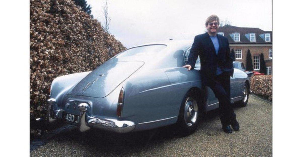 На аукционе продали авто Элтона Джона - фото 94533