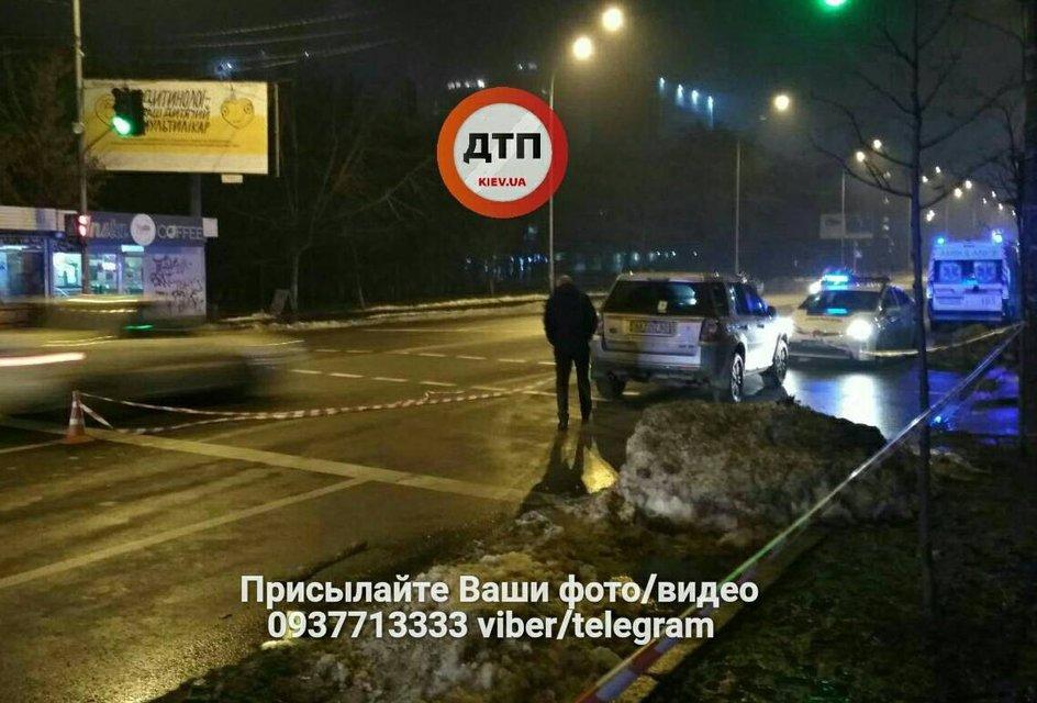 В Киеве элитный внедорожник судьи на переходе насмерть сбил пешехода - фото 99734