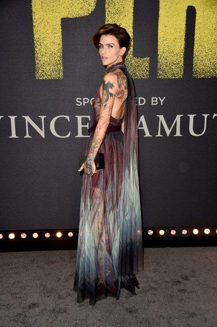 Идеальный голос-3: популярная ведущая пришла на премьеру в прозрачном платье - фото 96789