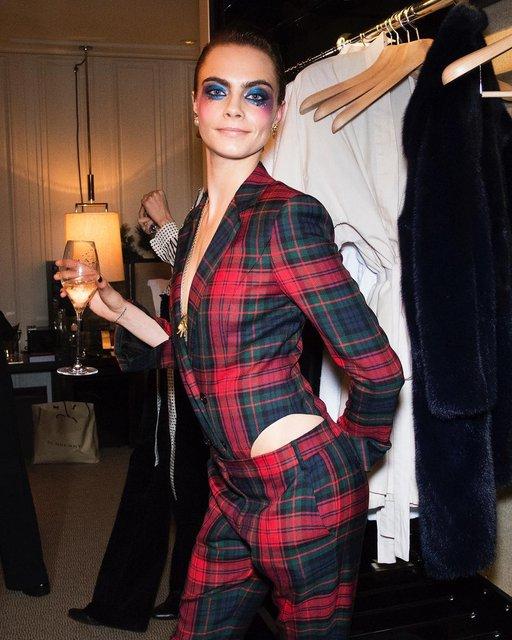 Кара Делевинь без белья стала центром внимания вечеринки в Лондоне - фото 94776