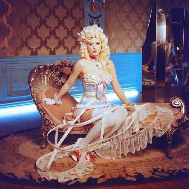 Hey Hey Hey: Кэти Перри примерила образ Марии-Антуанетты на съемках клипа - фото 98411