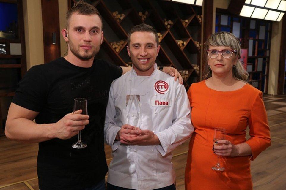 МастерШеф 7 сезон 36 выпуск финал: Вадима с мамой и другом Сашей, который записал его на проект - фото 99749