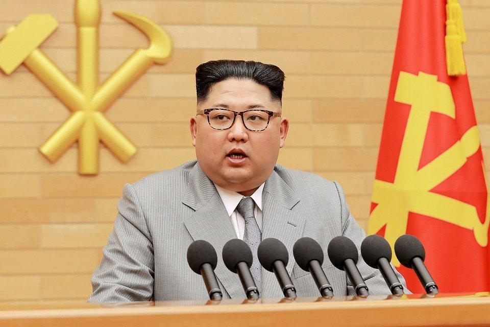 Ким Чен Ын выступил с традиционной новогодней речью в новом образе - фото 100667