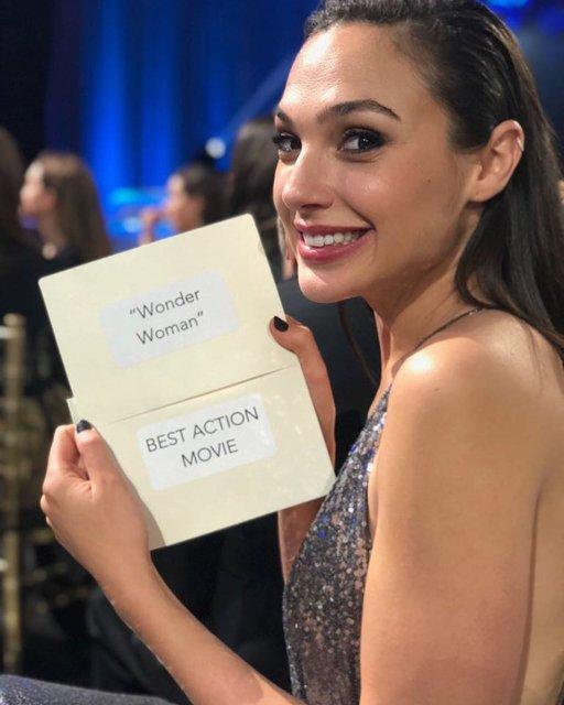 Чудо-женщина выиграла престижную награду у Тора и Логана - фото 101863