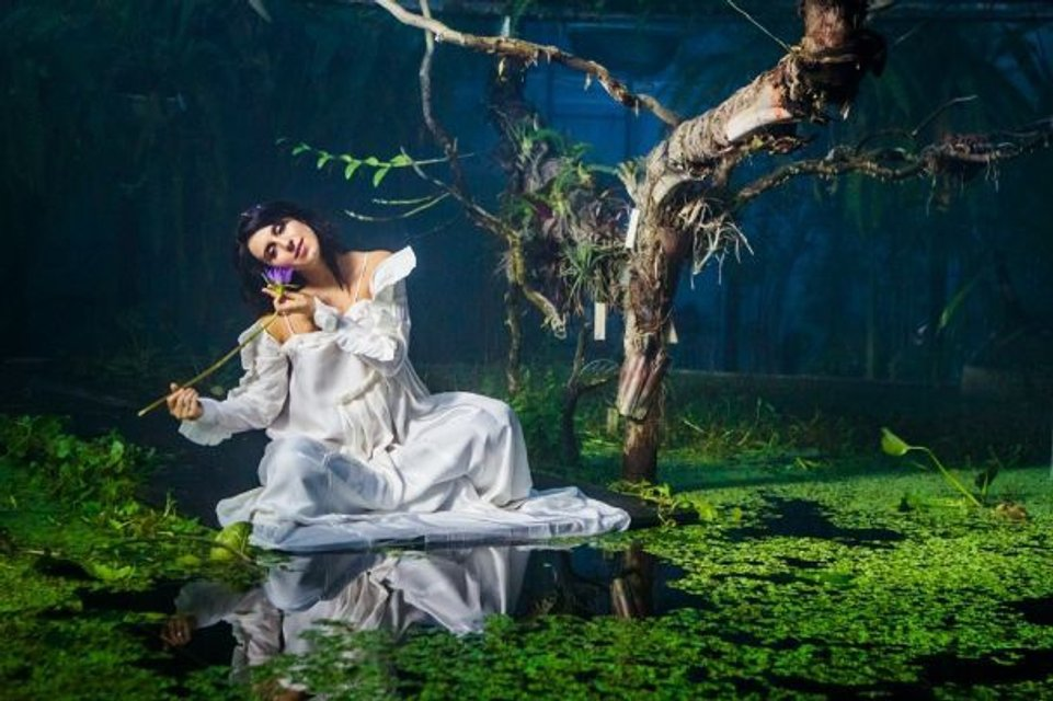 Голос країни-8: Беременная Джамала позировала на озере - фото 101372