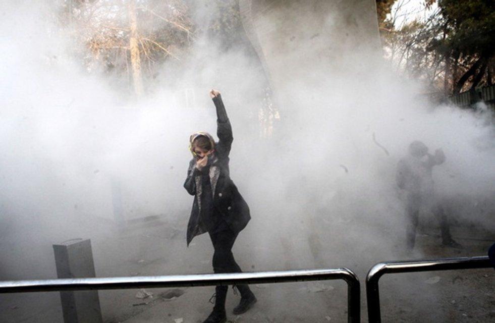 Иранская девушка - символ протестов в Иране - фото 101567