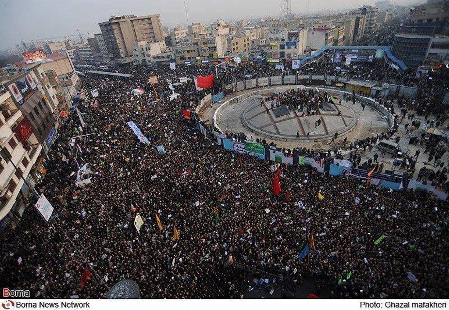 Мирный протест очень быстро перерос в силовое противостояние - фото 101429
