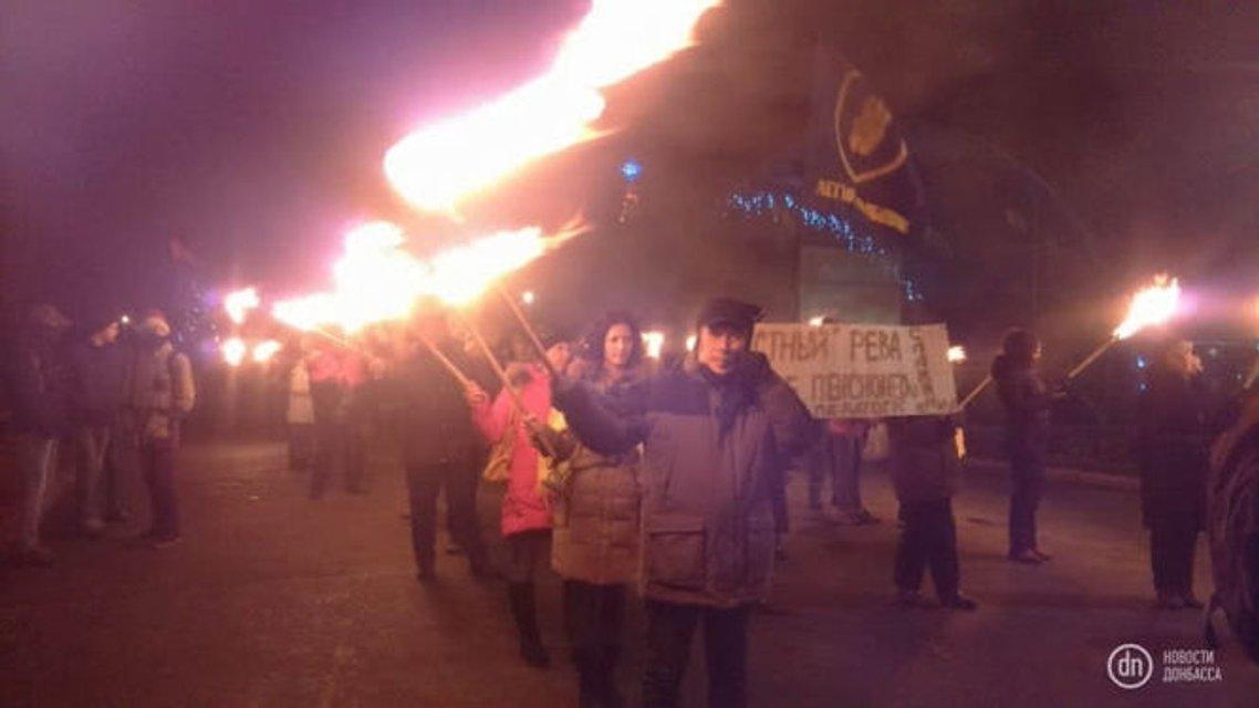 День рождения Бандеры: Факельное шествие прошло в Славянске и Авдеевке - фото 100428