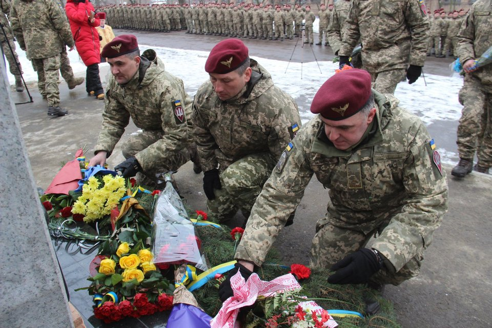В Донецкой области открыли памятник погибшим защитникам Украины - фото 103490