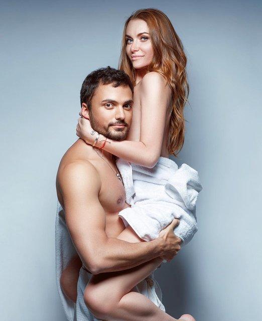 Слава Каминская полностью голая снялась верхом на муже - фото 108082