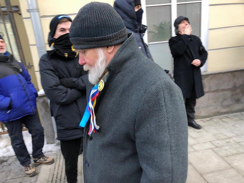 Полиция запретила проносить плакаты 'Я против аннексии Крыма' - фото 110532