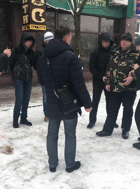 В Сумах на взятке 'погорели' три правоохранителя - фото 106357
