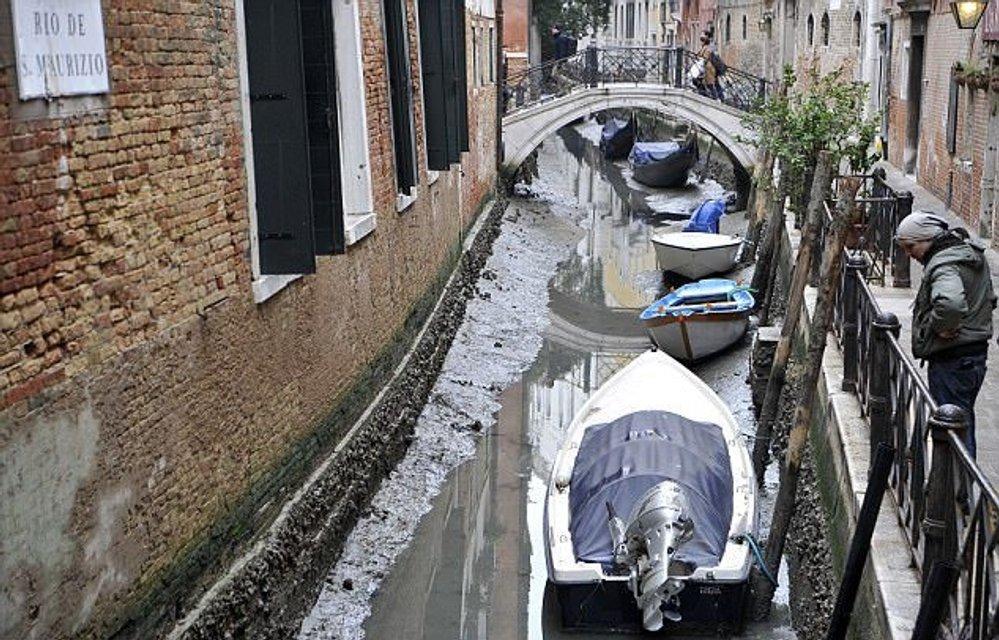 В Венеции пересохли каналы, гондольеры остались без заработка - фото 106284