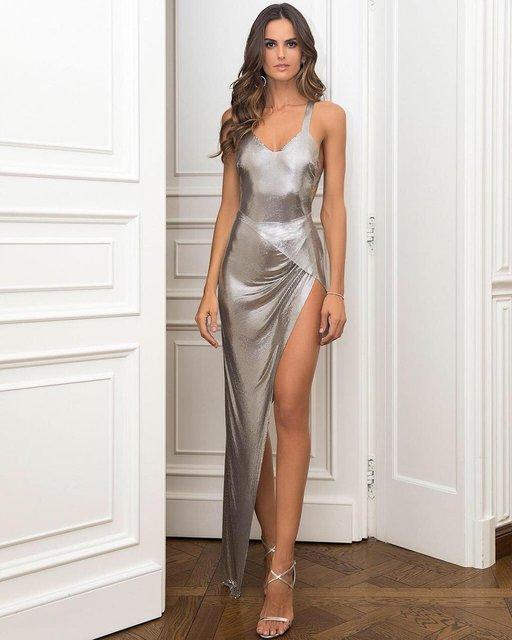 Изабель Гулар похвасталась ножками в шикарном платье на вечеринке - фото 106903