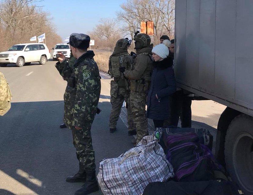 Боевики передали украинской стороне 20 заключенных - фото 107167