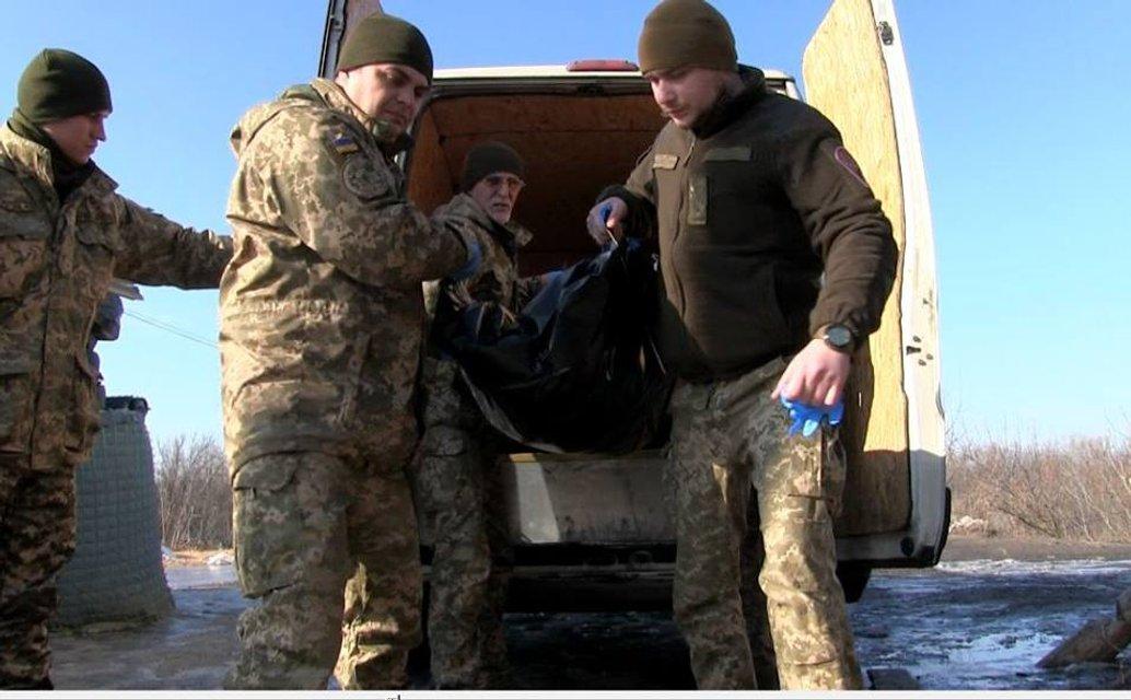 В Луганской области бойцы ВСУ передали противнику тела боевиков - фото 107179