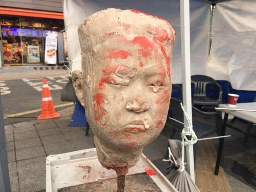 В Южной Корее прошли протесты против участия КНДР в Олимпиаде-2018 - фото 107872