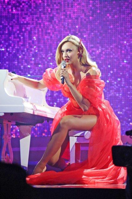 Viva самые красивые-2018: у Оли Поляковой порвалось платье прямо на сцене - фото 106588