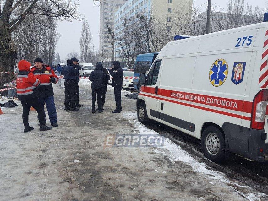 В Киеве зарезали мужчину на остановке за замечание - фото 107807