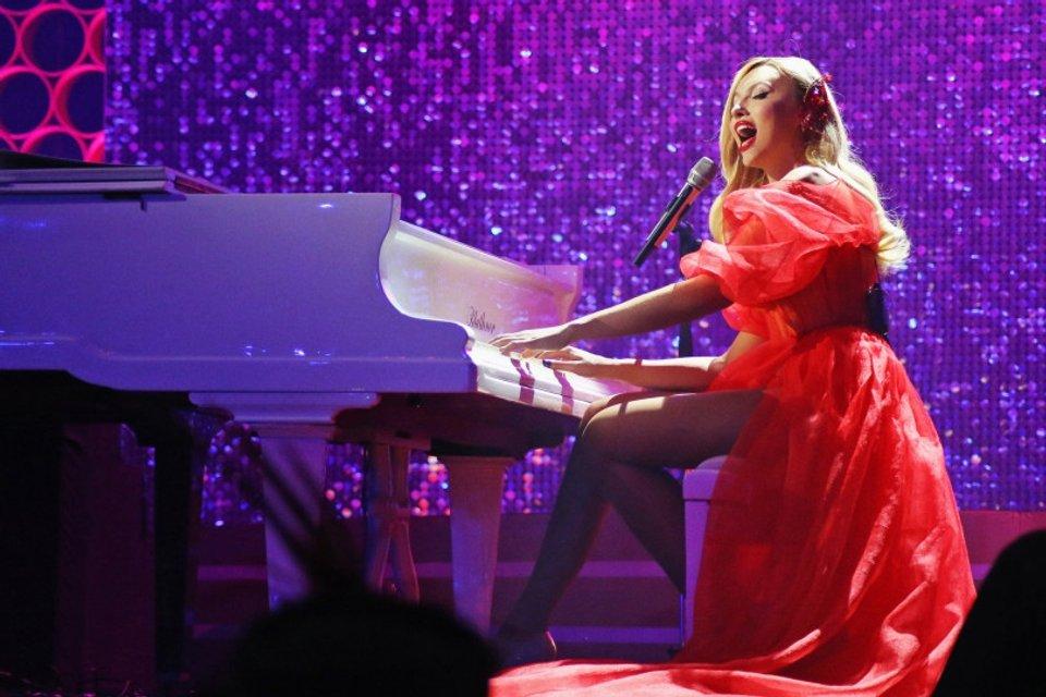 Viva самые красивые-2018: у Оли Поляковой порвалось платье прямо на сцене - фото 106589