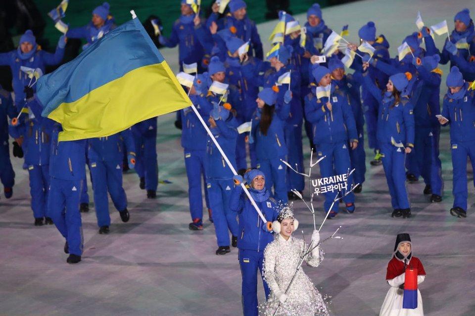 Олена Підгрушна з прапором Батьківщини - фото 107999