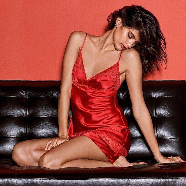 Сара Сампайо в прозрачном белье взбудоражила горячей фотосессией - фото 108321