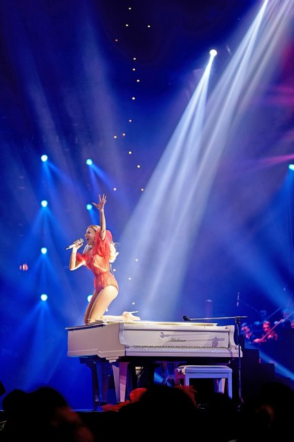 Viva самые красивые-2018: у Оли Поляковой порвалось платье прямо на сцене - фото 106585