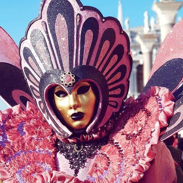 В Рио-де-Жанейро стартовал знаменитый карнавал (фото, видео) - фото 107776