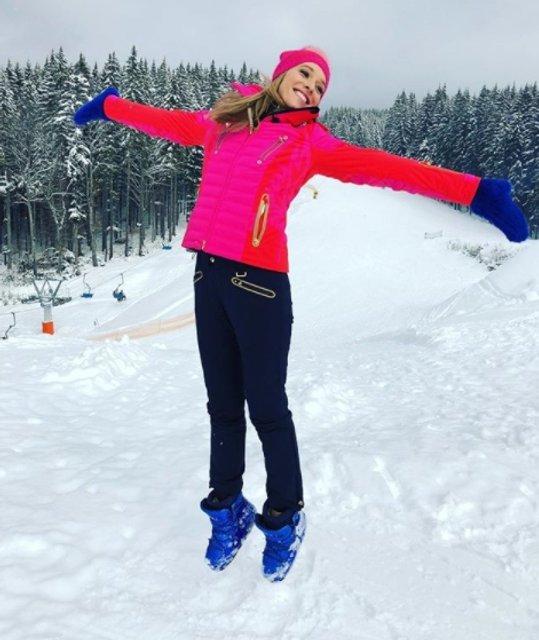 Катерина Осадчая показала, как покаталась на лыжах с группой The Hardkiss - фото 108392