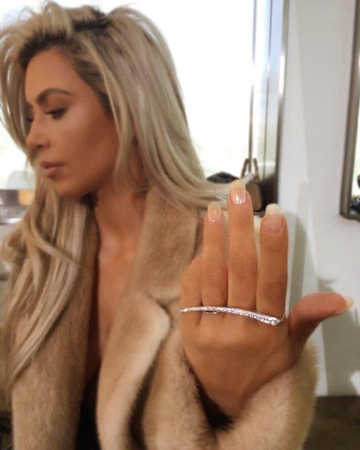 Шикарная Ким Кардашьян украсит обложку Vogue - фото 107501