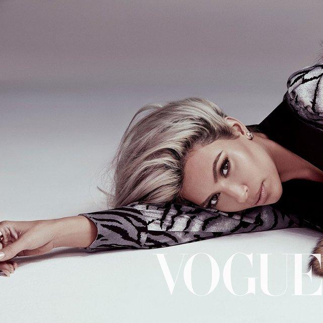 Шикарная Ким Кардашьян украсит обложку Vogue - фото 107503