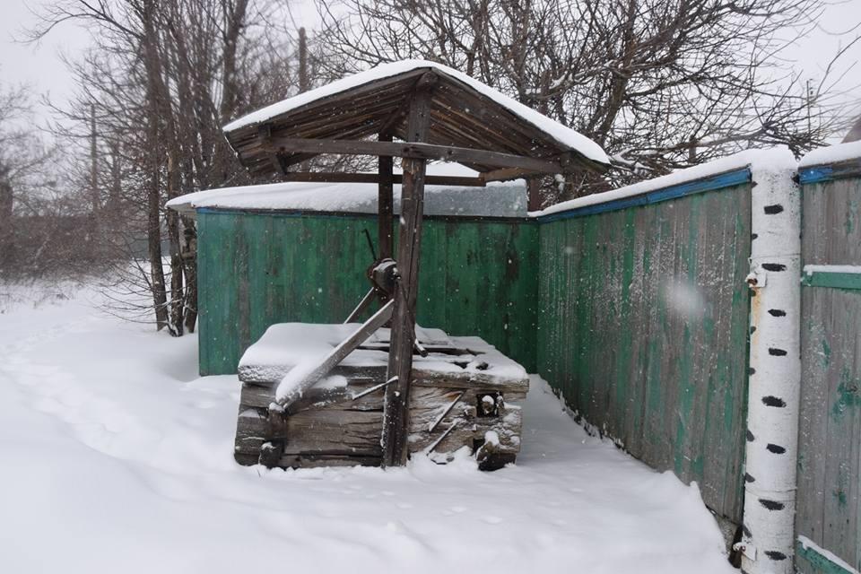 Безлюдно и заснежено: в ВСУ показали фото освобожденного поселка в Луганской области - фото 106214