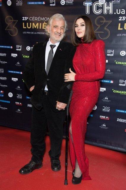 Моника Белуччи в эффектном красном платье покорила Париж - фото 107012
