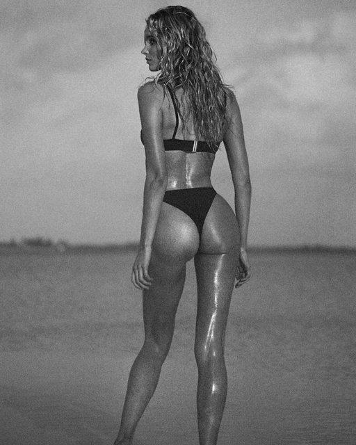 Эльза Хоск снялась в откровенной фотосессии для рекламы купальников - фото 106865