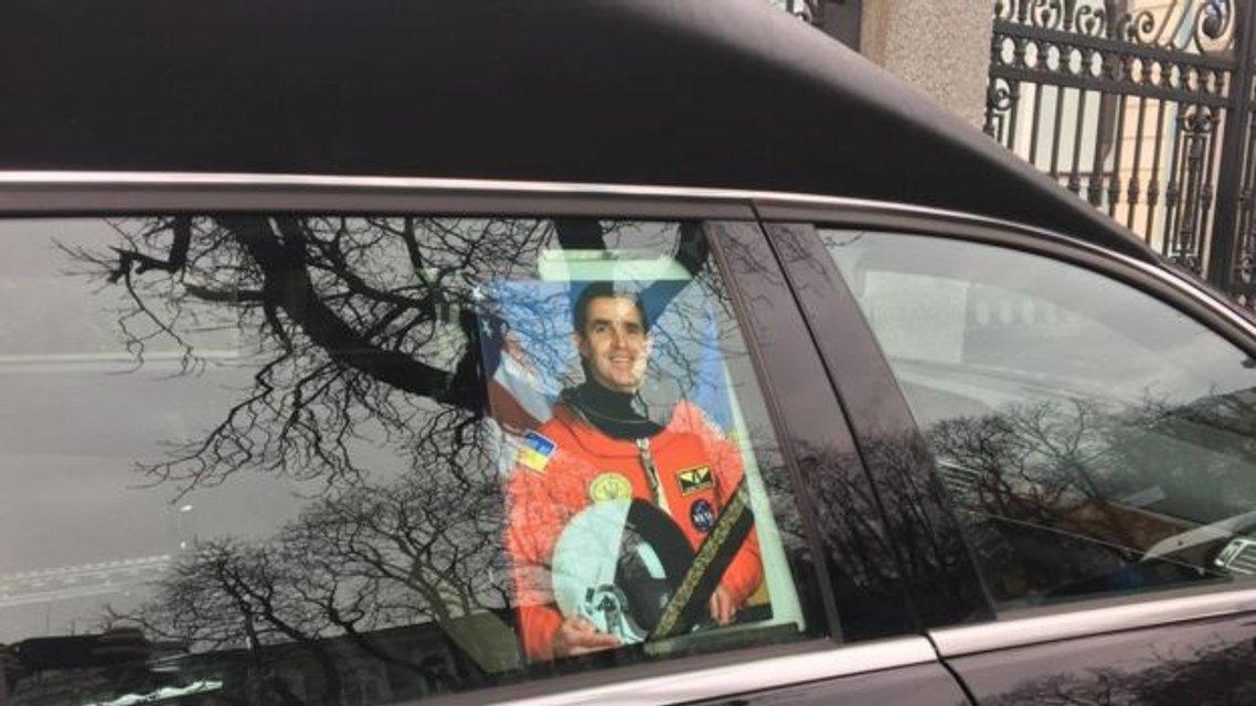 В Киеве прощаются с космонавтом Леонидом Каденюком - фото 106081