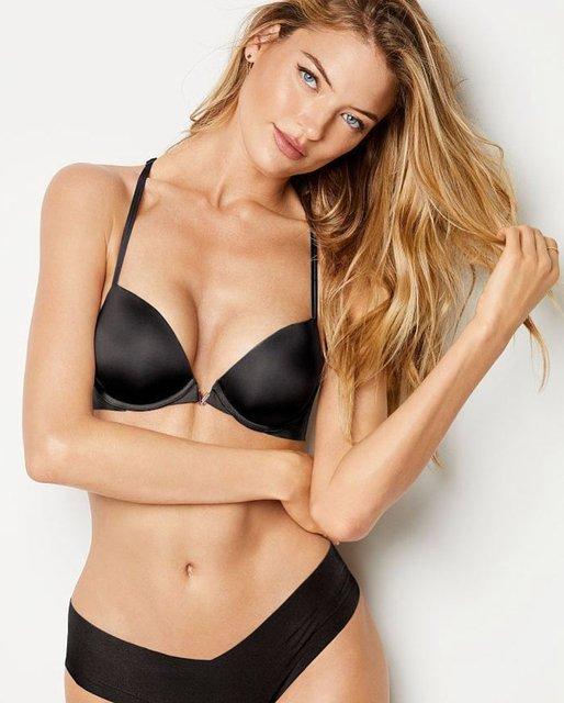 Топ-модель Victoria's Secret поделилась фото топлес - фото 113888