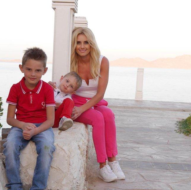 Ирина Федишин с детьми - фото 116678