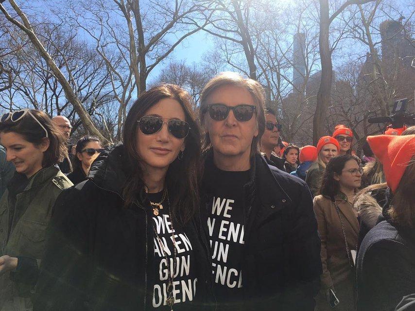 Пол Маккартни с женой - фото 115870