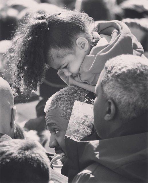Ким Кардашьян опубликовала фото с марша - фото 115864