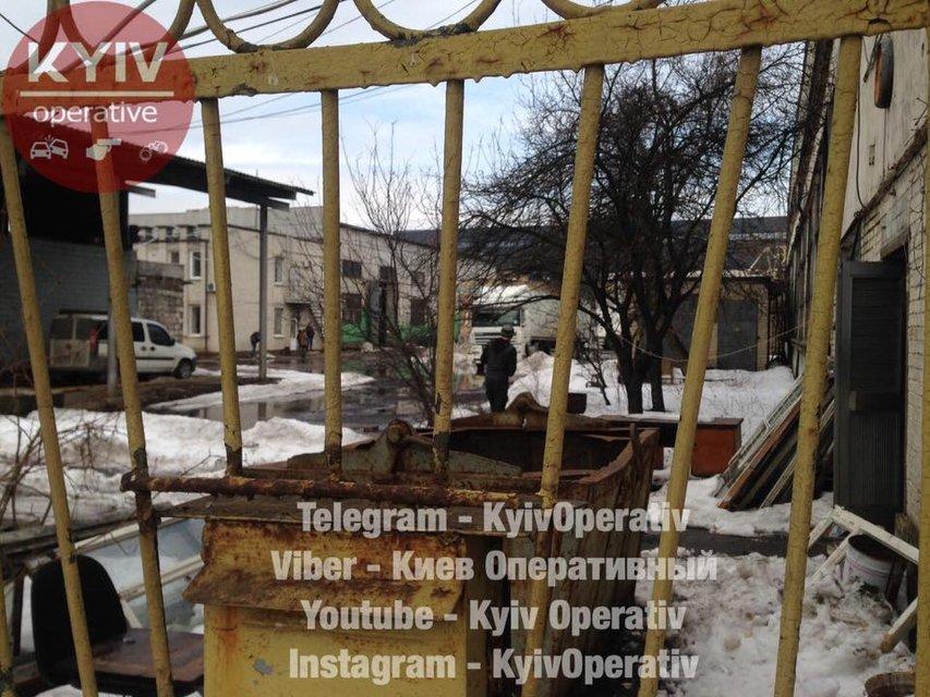В Киеве в промзоне нашли труп младенца - фото 113303
