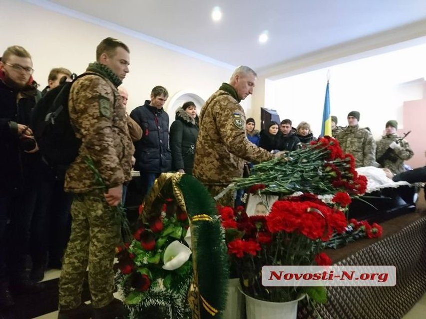 В Николаеве попрощались с летчиком Волошиным  (фото, видео) - фото 114983