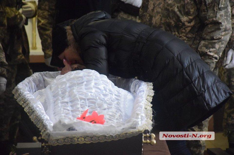 В Николаеве попрощались с летчиком Волошиным  (фото, видео) - фото 114984