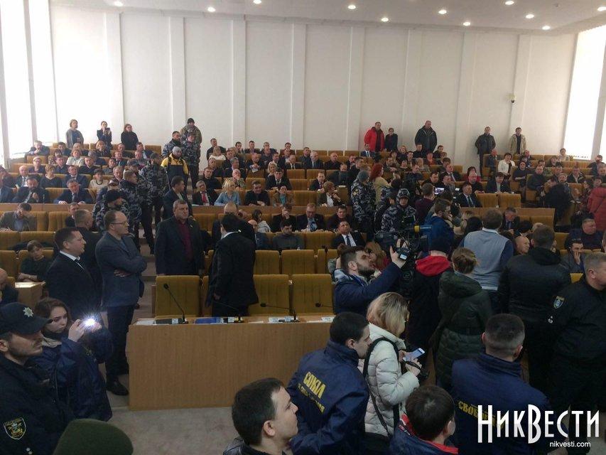 В Николаеве требуют отставки Савченко, активисты прорвались в облсовет - фото 116446