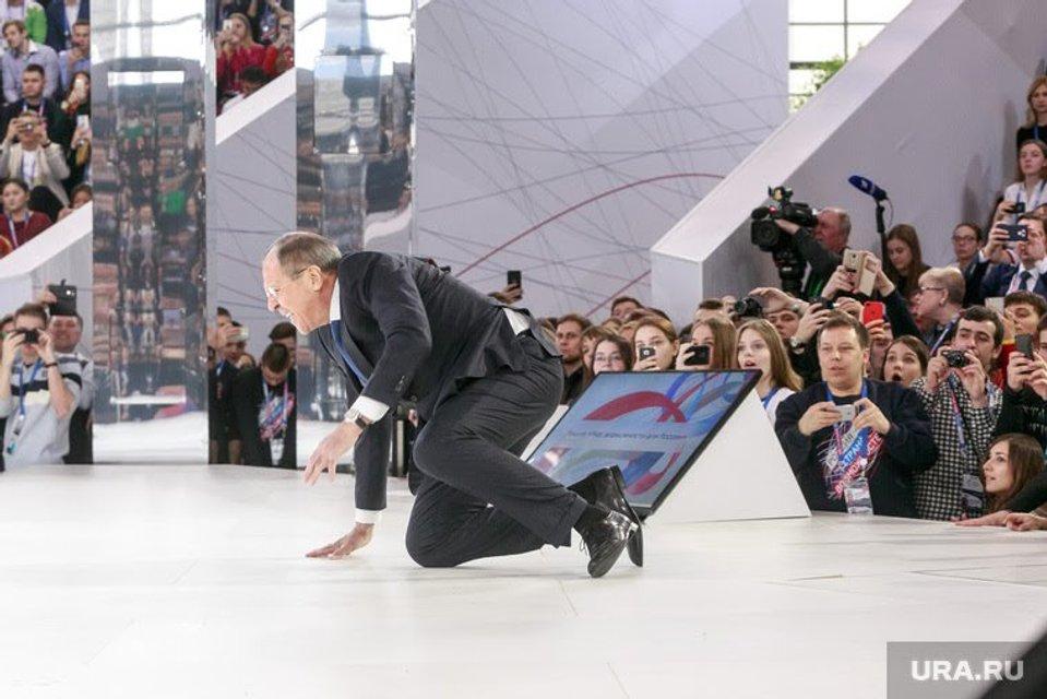 Сергей Лавров упал на колени перед рассказом о возможностях России - фото 113804