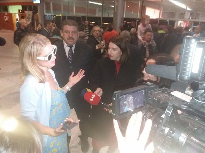 Пэрис Хилтон прилетела во Львов - фото 116863